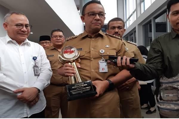 Gubernur DKI Jakarta Anies Baswedan (tengah). - BISNIS/Muhamad Ridwan