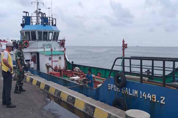 Kapal Self Propeller Oil Barge (SPOB) Salim yang mengangkut BBM jenis Pertalite, Biosolar dan Dexlite bertolak ke Pelabuhan Karimunjawa - Istimewa