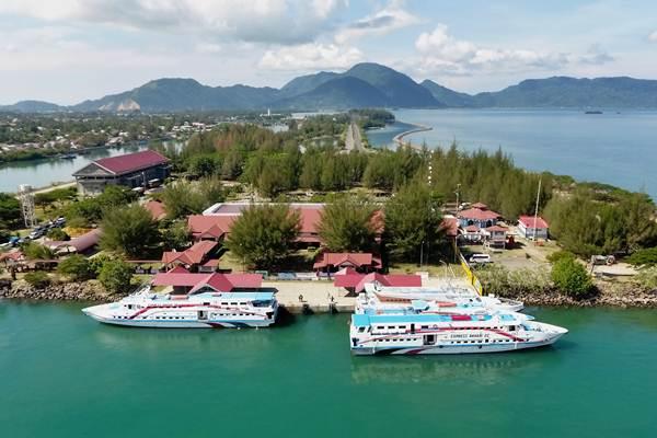 Foto aerial pelabuhan Ulee Lheu di Banda Aceh, Aceh, Selasa (21/11/2018). - ANTARA/Irwansyah Putra