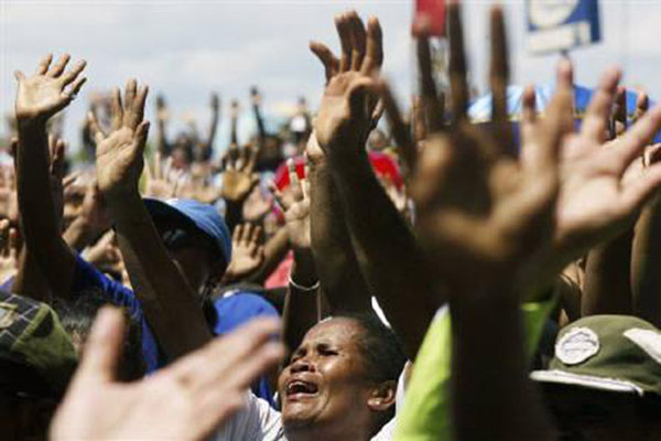 Ilustrasi warga Kota Jayapura, Provinsi Papua, menyanyikan lagu gereja dalam satu kegiatan. - Reuters/Oka Barta Daud