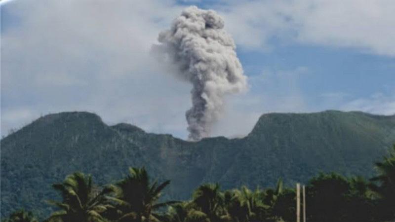 Gunung Ibu di Halmahera Barata, Provinsi Maluku Utara. Foto: PVMBG