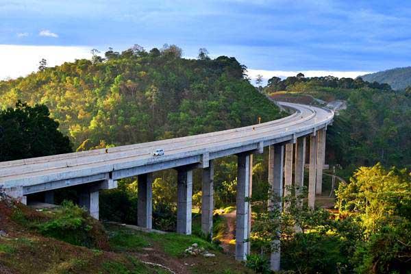 Ilustrasi: Kendaraan melaju di Jembatan Tuntang, jalan tol Bawen-Salatiga, Tuntang, Kabupaten Semarang, Jawa Tengah, Kamis (15/6). - Antara/Aditya Pradana Putra