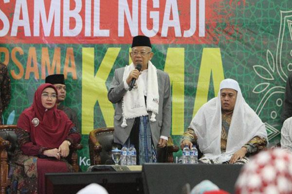 KH Ma'ruf Amin berbicara pada acara Kopi Darat Sambil Ngaji di Kompleks GOR Tangerang, Banten, Jumat (18/1/2018) malam. - Istimewa