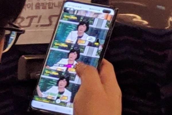 Samsung Galaxy S10 - Istimewa