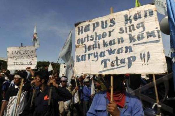 Demo pekerja alih daya alias outsourcing. - Ilustrasi