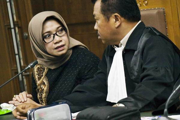 Terdakwa kasus suap PLTU Riau-1 Eni Maulani Saragih (kiri) menjalani sidang lanjutan di Pengadilan Tipikor, Jakarta, Rabu (2/1/2019). - ANTARA/Galih Pradipta