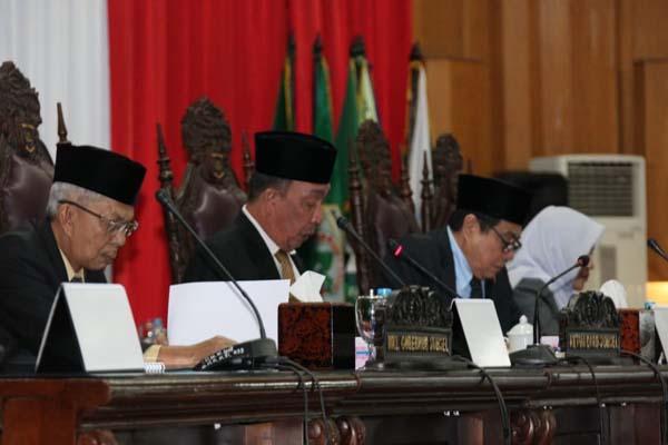 Wakil Gubernur Sumsel Mawardi Yahya (kiri) saat rapat paripurna di DPRD Sumsel - Istimewa