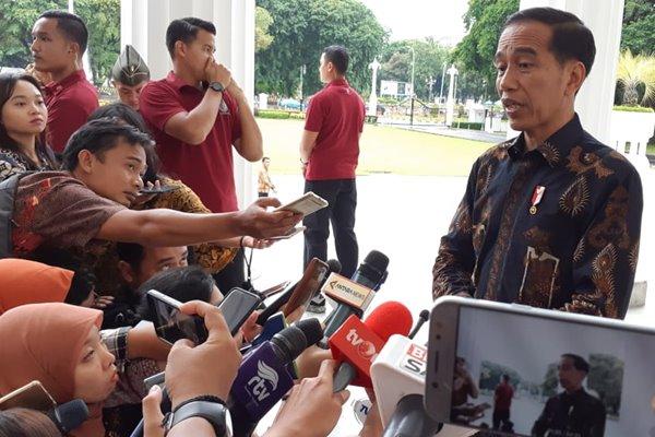 Presiden Joko Widodo memberikan keterangan terkait rencana pembebasan Abu Bakar Baasyir di Istana Merdeka, Selasa (22/1/2019), (Amanda Kusumawardhani - Bisnis).