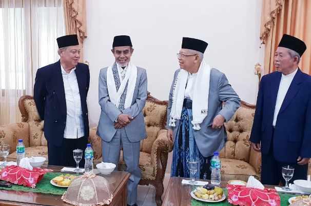 KH Ma'ruf Amin (kedua dari kanan) - Istimewa