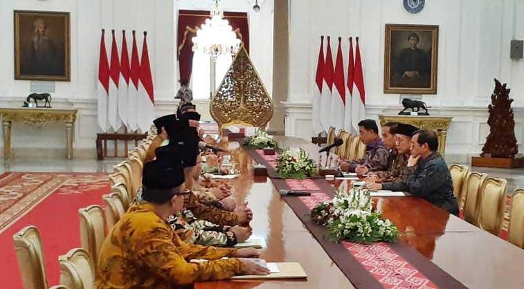 Presiden Joko Widodo (ketiga kanan) menerima kunjungan Lembaga Persahabatan Ormas Islam di Istana Merdeka,Selasa (22/1/2019). - Bisnis/Amanda Kusumawardhani