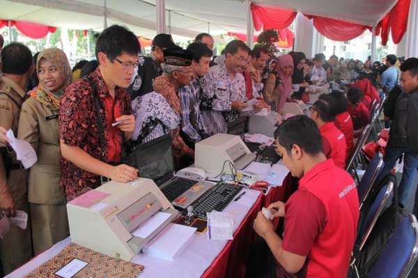 Pembayaran PBB oleh para ASN dan tokoh masyarakat bersamaan launching SPPT PBB di Balaikota Malang, Januari 2018 - Istimewa