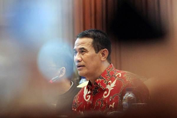 Menteri Pertanian Andi Amran Sulaiman menyampaikan paparan pada rapat kerja dengan Komisi IV DPR di Kompleks Perlemen, Senayan, Jakarta, Senin (21/1/2019). - ANTARA/Dhemas Reviyanto