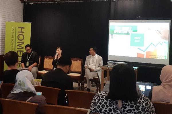 Regional Business Development Manager Homedec Linda Leoni (tengah) dalam acara media gathering Homedec di Jakarta, Rabu (23/1 - 2019).