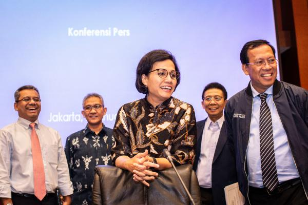 Menteri Keuangan Sri Mulyani Indrawati (tengah) bersama Dirjen Pajak Robert Pakpahan (kanan), Dirjen Perbendaharaan Marwanto Harjowiryono (kedua kanan), Kepala Badan Kebijakan Fiskal Suahasil Nazara (kiri), dan Dirjen Anggaran Askolani (kedua kiri) bersiap menyampaikan konferensi pers tentang Realisasi Anggaran Pendapatan dan Belanja Negara (APBN) 2018, di Kantor Kementerian Keuangan, Jakarta, Rabu (2/1/2019). - ANTARA FOTO/Aprillio Akbar