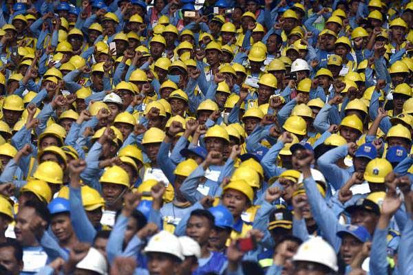 Ilustrasi: Pekerja konstruksi saat peresmian Pembukaan Percepatan Sertifikasi Tenaga Kerja Konstruksi di Stadion Utama Gelora Bung Karno, Senayan, Jakarta, Kamis (19/10). - ANTARA/Puspa Perwitasari