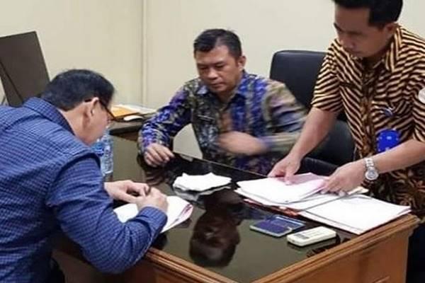 Basuki Tjahaja Purnama (BTP) atau Ahok menyelesaikan proses administrasi di Rutan Mako Brimob sebelum bebas hari ini, Kamis (24/1). - Instagram @basukibtp