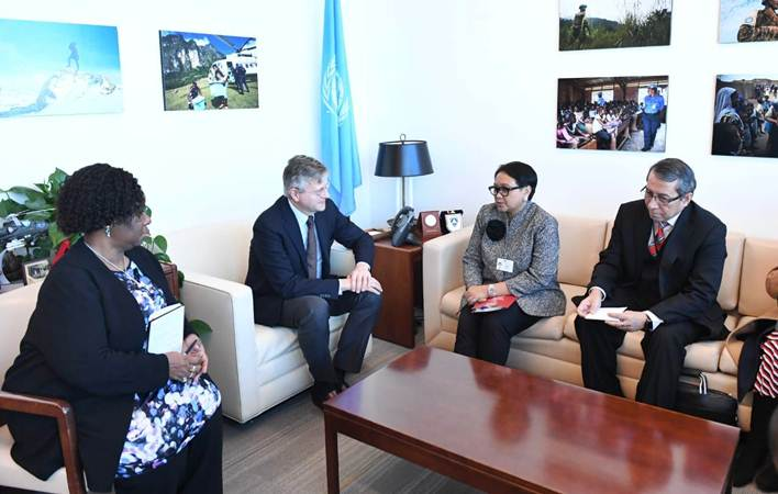 Menteri Luar Negeri Retno Marsudi (kedua kanan) dalam pertemuan dengan Wakil Sekjen PBB untuk Misi Pasukan Perdamaian Jean-Pierre Lacroix (kedua kiri), di sela-sela debat pertama Dewan Keamanan Perserikatan Bangsa-Bangsa, di markas PBB, New York, Selasa (22/1/2019) waktu setempat. - Istimewa