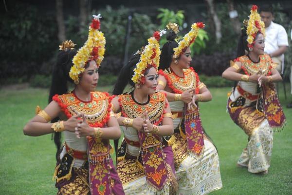 atraksi baru ini merupakan sebuah aktivitas seni pertunjukan berlatar belakang budaya asli Bali yang dikemas menarik di lokasi 5 rumah ibadah Puja Mandala, sebagai wujud keharmonisan kerukunan umat beragama yang berlandaskan Tri Hita Karana (THK). (Ema Sukarelawanto - Bisnis).