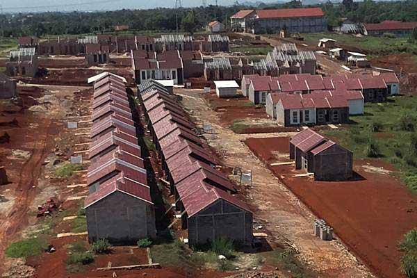 Pembangunan perumahan bersubsidi di kawasan Bojong Gede, Bogor, Jawa Barat, Jumat (28/12/2018). - ANTARA/Yulius Satria Wijaya