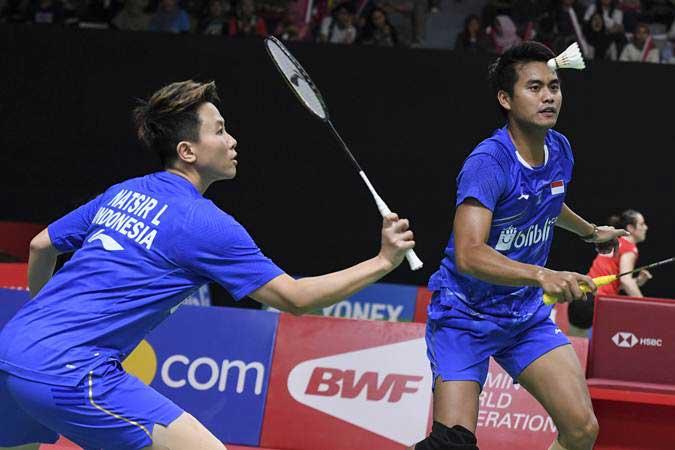 Ganda campuran Indonesia Liliyana Natsir (kiri) dan Tontowi Ahmad saat beraksi di  Daihatsu Indonesia Masters 2019 di Istora Senayan, Jakarta - ANTARA/Hafidz Mubarak A