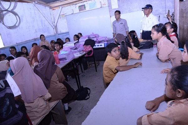 Anak-anak TKI yang mengikuti kegiatan belajar di CLC di perbatasan Indonesia-Malaysia - Dok. Kemdikbud