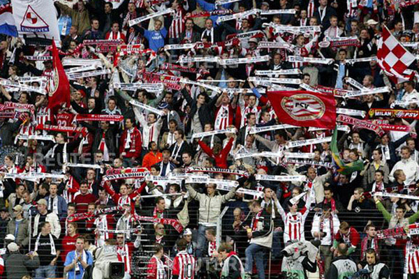 Suporter PSV Eindhoven - Reuters/Andrew Couldridge