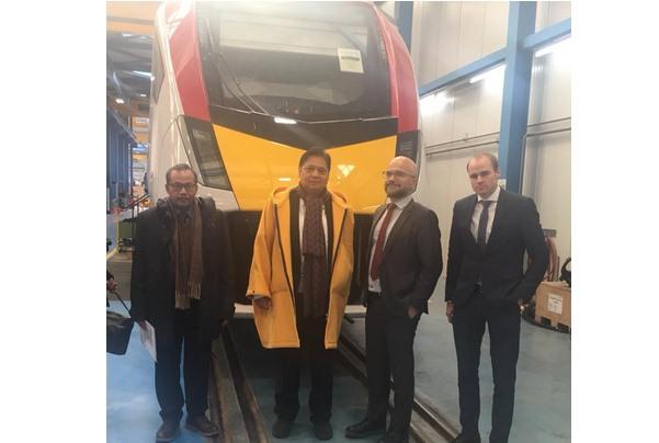 Menteri Perindustrian Airlangga Hartarto mengunjungi pabrik kereta Stadler di Swiss pada Jumat (25/01/2019).  - Kementerian Perindustrian