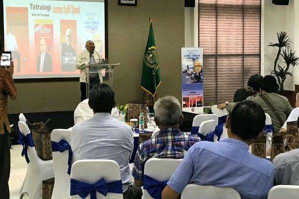 Jusman Syafii Djamal, Menteri Perhubungan RI pada era 2007/2009 meluncurkan buku keempat yang merupakan tetralogi dari Notes on Facebook berjudul: Notes On The Tides of Technology In Turbulent Times.