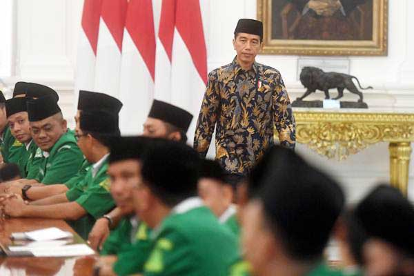 Presiden Joko Widodo menghadiri pertemuan dengan Pimpinan Pusat dan Ketua Pimpinan Wilayah Gerakan Pemuda (GP) Ansor se-Indonesia di Istana Merdeka, Jakarta, Jumat (11/1/2019). - ANTARA/Akbar Nugroho Gumay