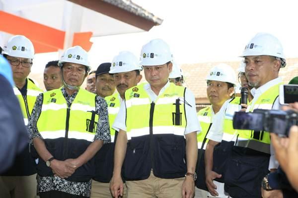 Menteri ESDM Ignasius Jonan meresmikan dimulainya proyek jargas 5.000 sambungan rumah (SR) di Kota Mojokerto melalui kunjungan ke Kelurahan Prajurit Kulon, Kota Mojokerto, Jawa Timur, Minggu (13/8/2017). - Bisnis/Duwi