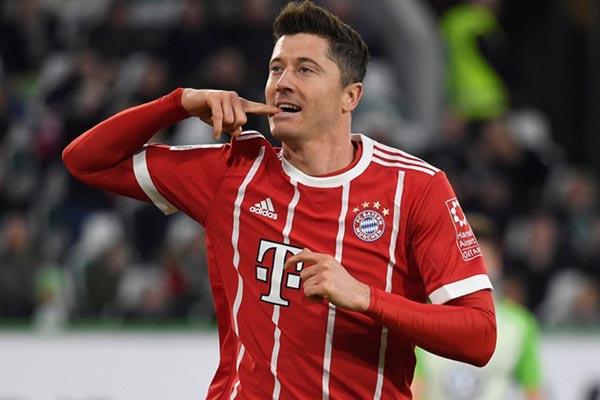 Striker Bayern Munchen Robert Lewandowski - Reuters/Fabian Bimmer