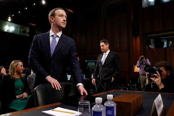 Mark Zuckerberg pada Selasa  (10/4/2018) 8 waktu setempat menghadap Kongres untuk memberikan penjelasan mengenai kasus kebocoran data 87 juta pengguna Facebook. - Reuters