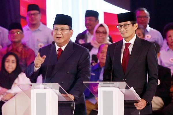 Pasangan nomor urut 02 Prabowo Subianto (kiri) dan Sandiaga Uno mengikuti debat pertama Pilpres 2019, di Hotel Bidakara, Jakarta, Kamis (17/1/2019). - Bisnis/Abdullah Azzam