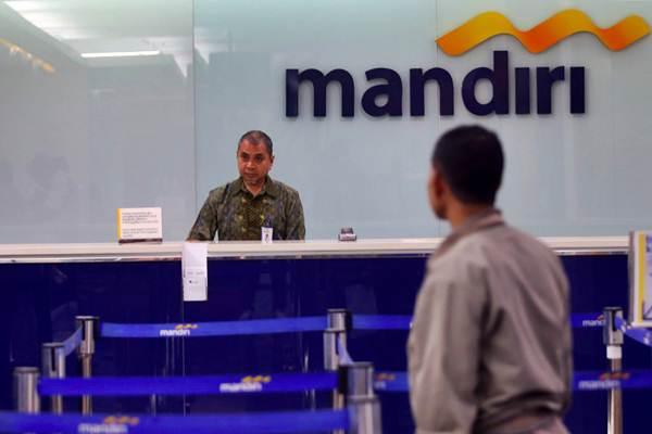 Aktivitas layanan perbankan di Bank Mandiri, Jakarta, Rabu (2/1/2019). - Bisnis - Abdullah Azzam