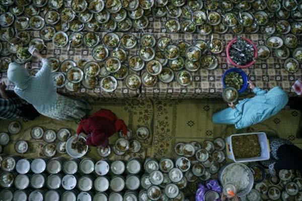 Sajian takjil di Masjid Jogokariyan di Yogyakarta - Antara/Hendra Nurdiyansyah