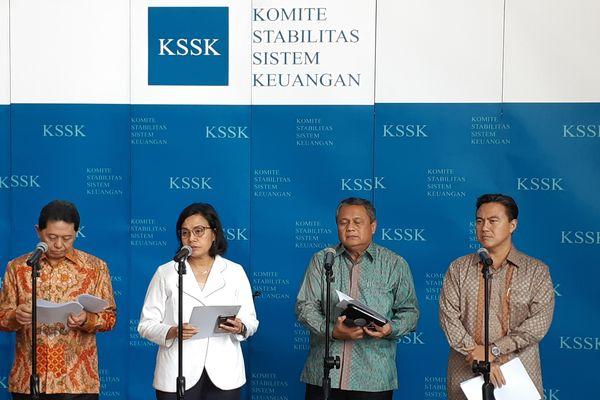 Menteri Keuangan Sri Mulyani Indrawati (kedua kiri) bersama Gubernur Bank Indonesia Perry Warjiyo (kedua kanan) dan anggota Komite Stabilitas Sistem Keuangan (KSSK) lainnya memberikan keterangan pers, Kamis (1/11/2019). - Bisnis/Rinaldi Mohammad Azka