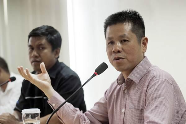 Presiden Direktur PT Mahkota Group Tbk. Usli Sarsi (kanan) memberikan paparan saat berkunjung ke Wisma Bisnis Indonesia, di Jakarta, Senin (3/9/2018). - JIBI/Felix Jody Kinarwan