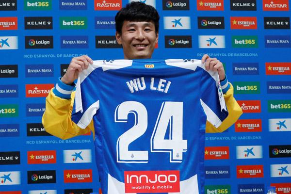 Pemain Espanyol Wu Lei - Reuters/Albert Gea