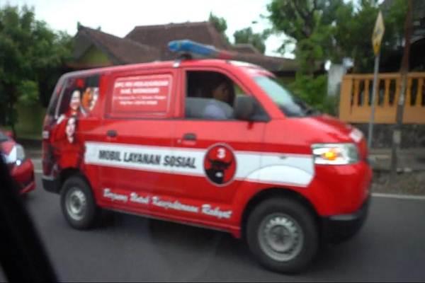 Mobil branding PDI-P yang mengawal iring-iringan rombongan cawapres nomor urut 02, Sandiaga Uno - ist