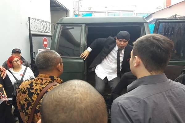 Ahmad Dhani dijebloskan ke Rutan Cipinang, Selasa (29/1), setelah divonis 1,5 tahun penjara oleh Majelsi Hakim Pengadilan  Jakarta Selatan. - Istimewa