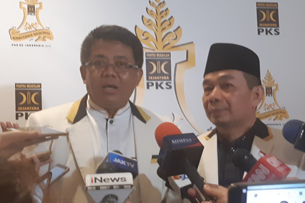 Presiden Partai Keadilan Sejahtera (PKS) Sohibul Iman bersama Ketua Fraksi DPR PKS Jazuli Juwaini. - Bisnis/Jaffry Prabu Prakoso