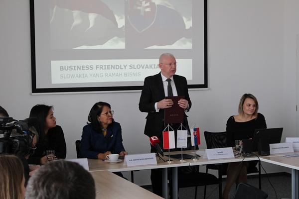 Kedutaan Besar Repulik Indonesia di Bratislava bekerja sama dengan Slovak Investment and Trade Development Agency (SARIO) menyelenggarakan seminar bertema Slovakia-Indonesia Business Forum di gedung SARIO, Bratislava, Slowakia. - Istimewa