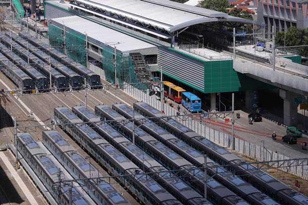 Suasana proyek pembangunan terminal Mass Rapid Transportation (MRT) koridor Lebak Bulus-Bundaran HI di Jakarta, Jumat (4/1/2019). - ANTARA/Reno Esnir
