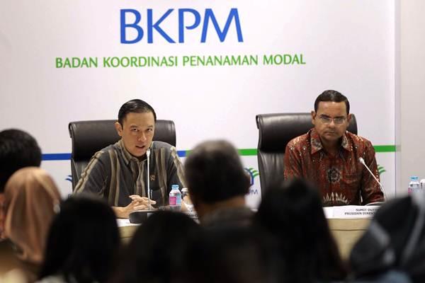 Kepala BKPM Thomas Lembong (kiri) memberikan paparan didampingi Presiden Direktur PT Bank HSBC Indonesia Summit Dutta, saat konferensi pers BKPM-HSBC Infrastructure Forum di Jakarta, Rabu (3/10/2018). - JIBI/Dwi Prasetya