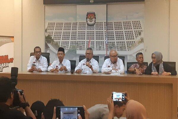 Komisi Pemilihan Umum menguraikan daftar caleg mantan narapidana korupsi.
