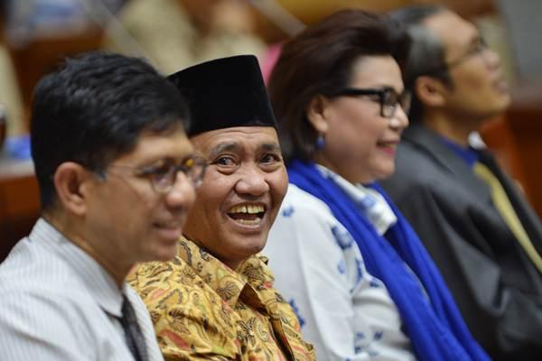 Ketua KPK Agus Raharjo (kedua kiri) didampingi Wakil Ketua KPK Laode M Syarif (kiri), Basaria Panjaitan (kedua kanan) dan Alexander Marwata (kanan) mengikuti rapat dengar pendapat dengan Komisi III DPR di Kompleks Parlemen Senayan, Jakarta, Selasa (26/9). - ANTARA/Wahyu Putro A