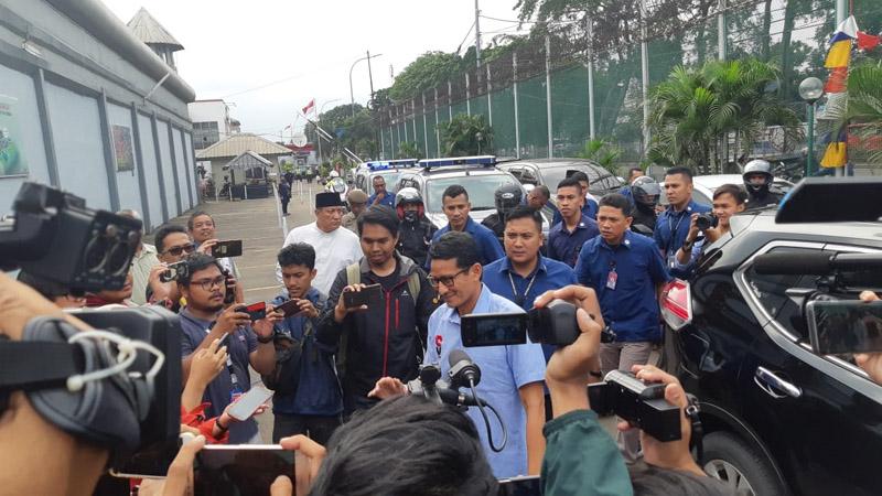 Calon Wakil Presiden Sandiaga Uno menjenguk Ahmad Dhani di Rutan Kelas I Cipipnang, Kamis 31 Januari 2019. - Bsnis/Jaffry Prabu Prakoso