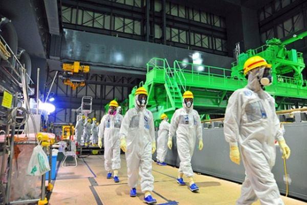 Petugas dari IAEA tengah melakukan pemeriksaan instalasi pembangkit nuklir. - www.world/nuclear/news.org