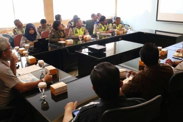 Rapat pembentukan grup WhatsApp Traffic Accident di Kantor Sudin Perhubungan Jakarta Utara, Kamis (31/1/2019). - Dok. Humas Pemkot Jakarta Utara