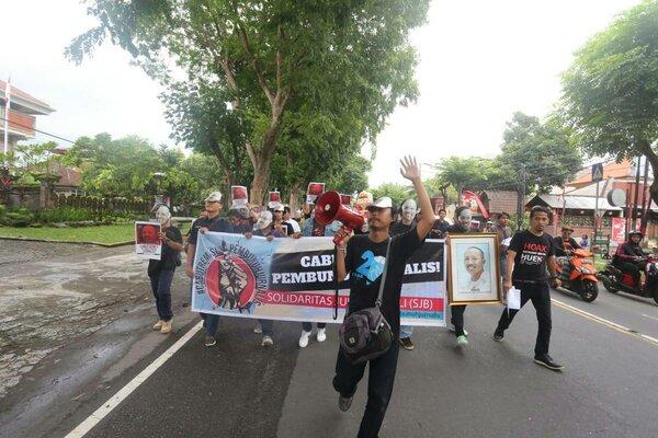 Aksi damai Solidaritas Jurnalis Bali (SJB) menuntut pencabutan remisi pembunuh wartawan I Nyoman Susrama, Jumat (1/2/2019).  - Bisnis/Ni Putu Eka Wiratmini